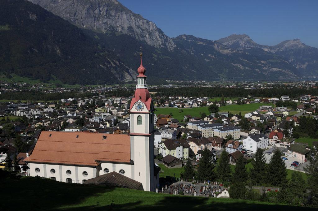 Die Pfarrkirche thront über Schattdorf.