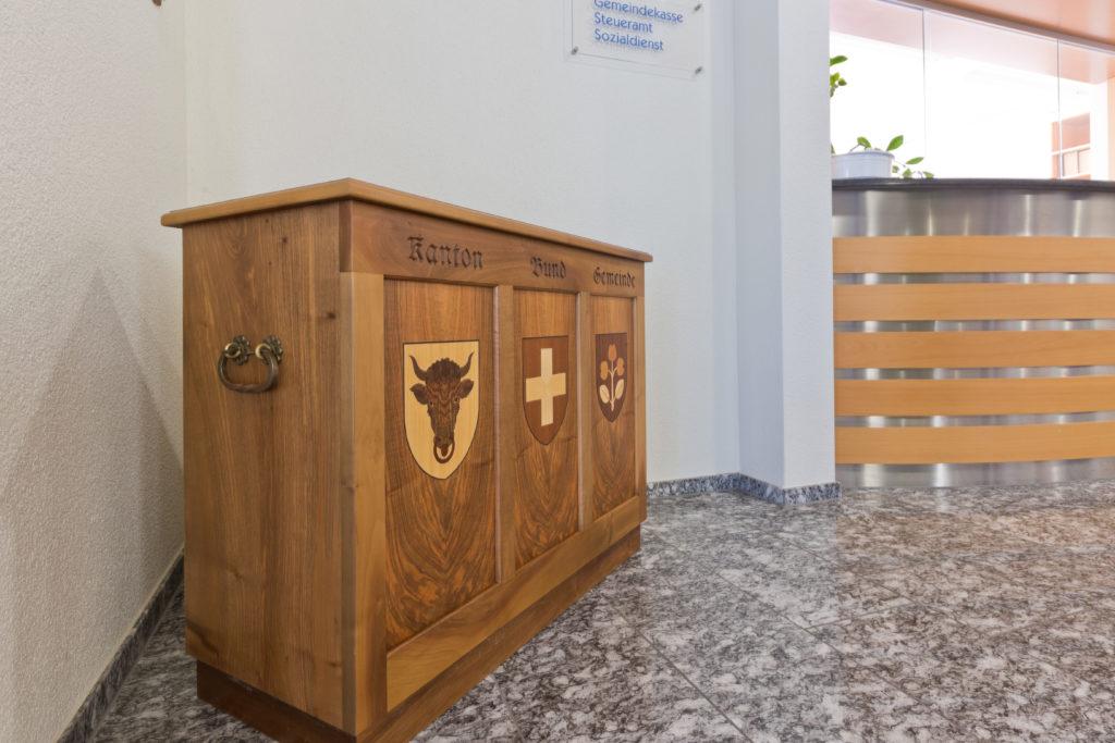 Die Urne kommt bei allen Wahlen und Abstimmungen zum Einsatz.