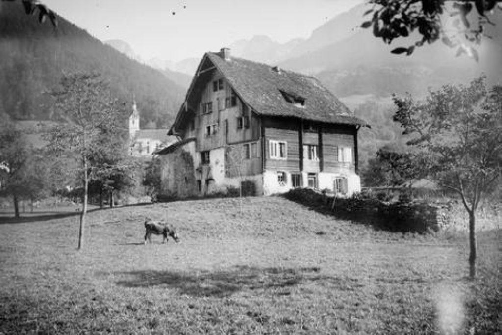 Ein um 1690 erbautes Bauernhaus im Gebiet Hof – Aufnahme um 1898.