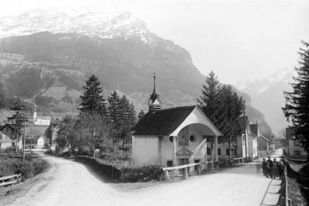 Crivellikapelle, gestiftet von Sebastian Heinrich Crivelli nach beschwerlichen Spanien-Reise – Aufnahme um 1920.