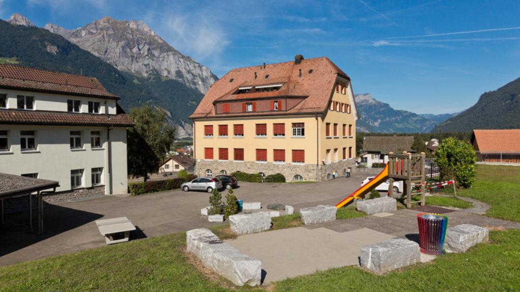Zu vermieten: 2-Zimmer Wohnung an der Schulhausstrasse 17 (Schulhaus)
